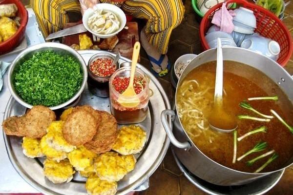 Bạn hoàn toàn có thể thưởng thức những món ăn bình dân nhất tại Phan Thiết
